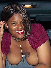 Black chick amateur posing in the car