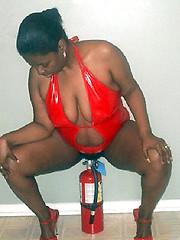Black moms flashes mature body