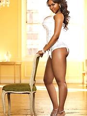 Choco babe demonstrates her voluptuous figure
