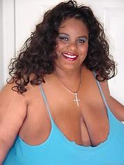 Top heavy black mama Hunni