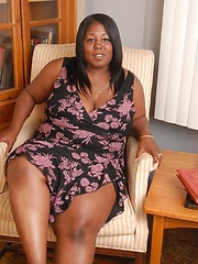 Fat black woman Subrina masturbates!