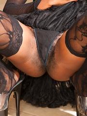 Hairy pussy photo shoot with Nina Devon